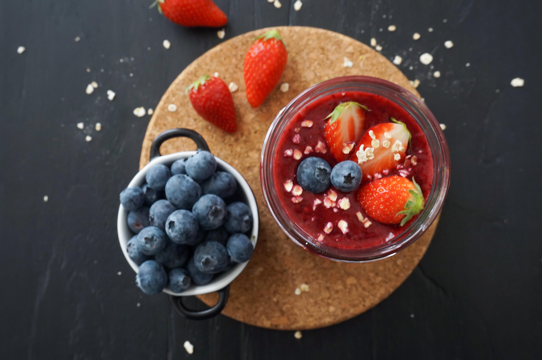 Smoothie givré antioxydant aux fruits rouges