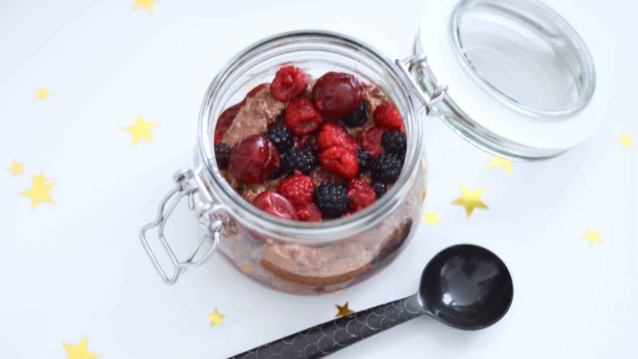 Recette : chia pudding gourmand au chocolat & fruits rouges